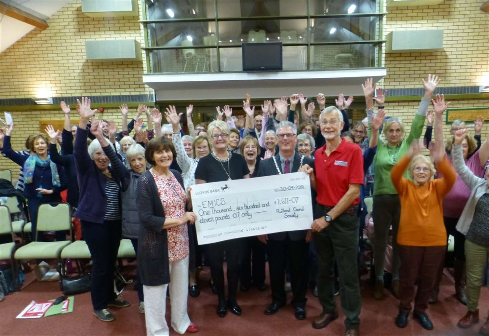 Cheque presented to life-saving service