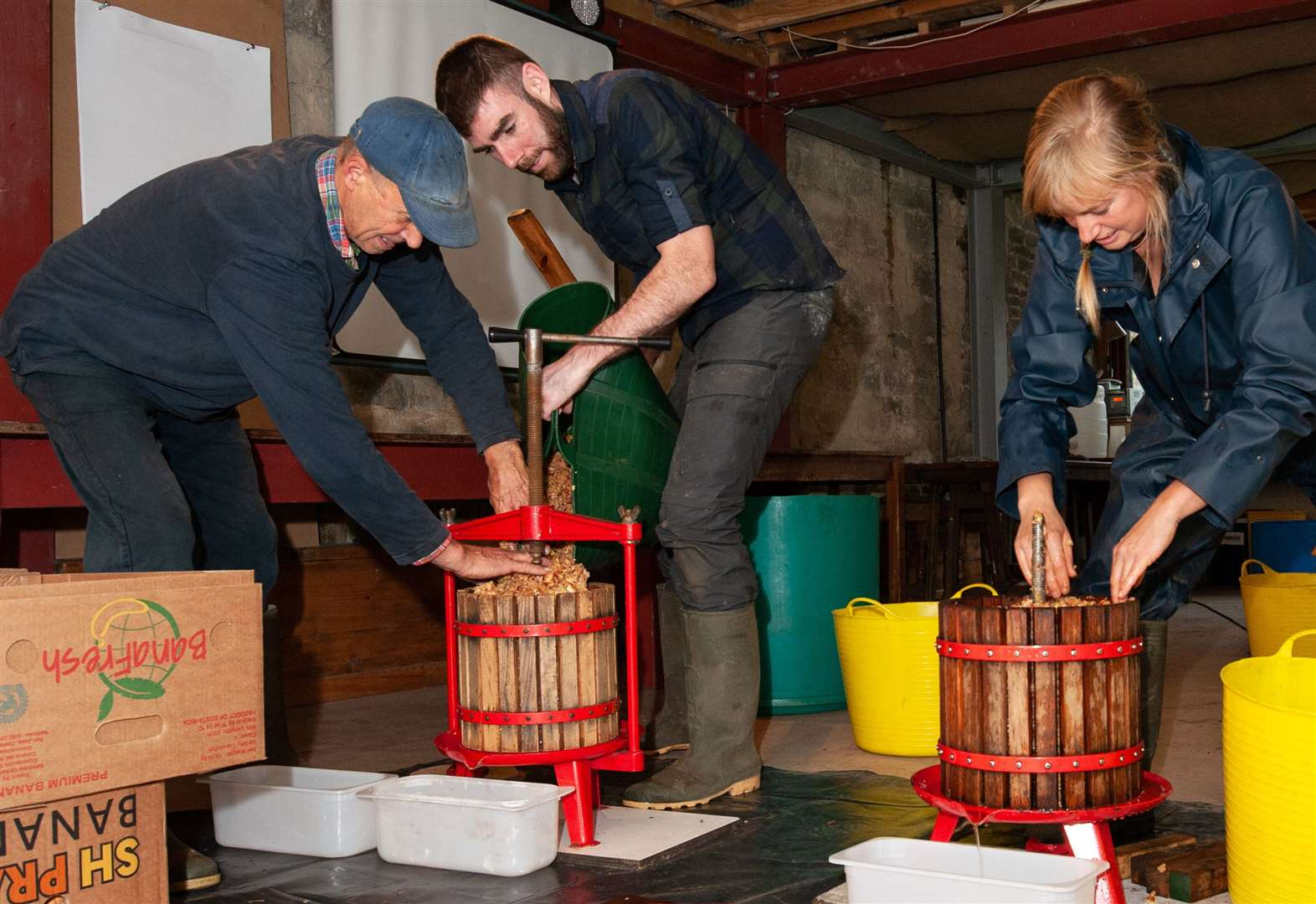 Rutland apple lovers get the juice at pressing day!
