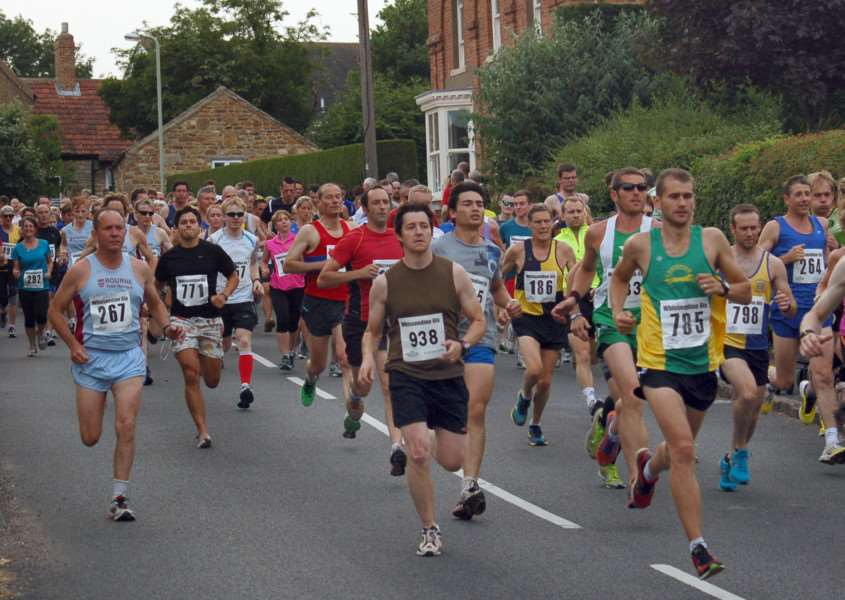 The start of the 2013 Whissendine 6ix EMN-150616-155336002